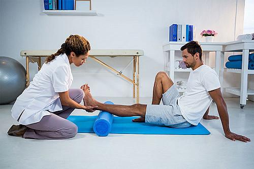 Klinik Fysioterapeut-hjælper-ben-banner