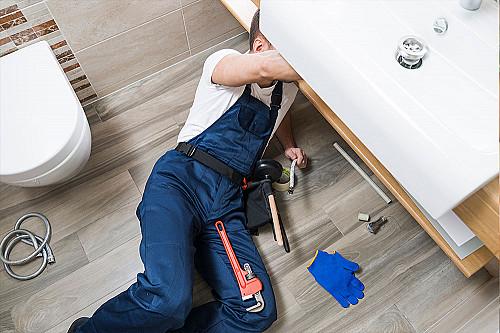 Håndværker Blikkenslager-under-håndvask-banner