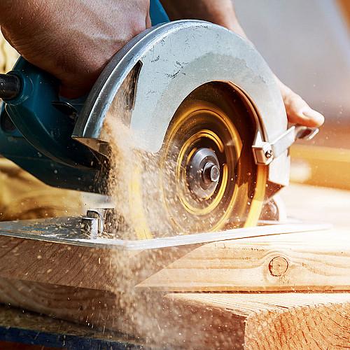 Håndværker Tømrer-med-rundsav logo