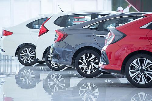 Biler-bilhandel-biler-på-række