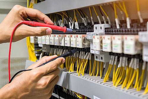 Håndværker Elektriker-tester-strøm-banner