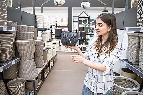Detail-kvinde-vælger-vase-banner