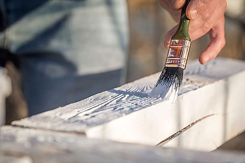 Håndværker-maler-med-pensel-banner