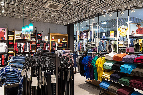 Tøjbutik-bælter-og-t-shirts-banner