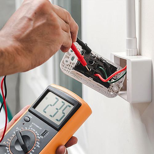 Håndværker Elektriker-med-el-måler-logo
