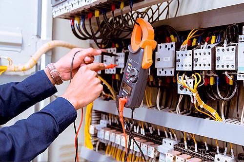 Håndværker Elektriker-med-el-måler-banner