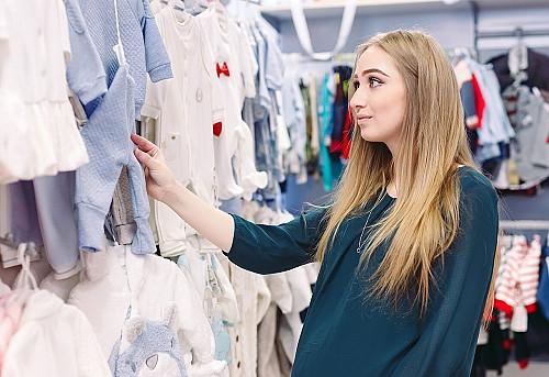 rsz_pregnant-woman-chooses-children-s-clothes-store
