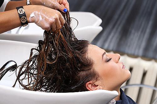 Frisør-vasker-hår banner