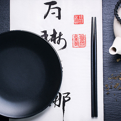 Restaurant-asiatisk-spisepinde-og-tallerken-logo