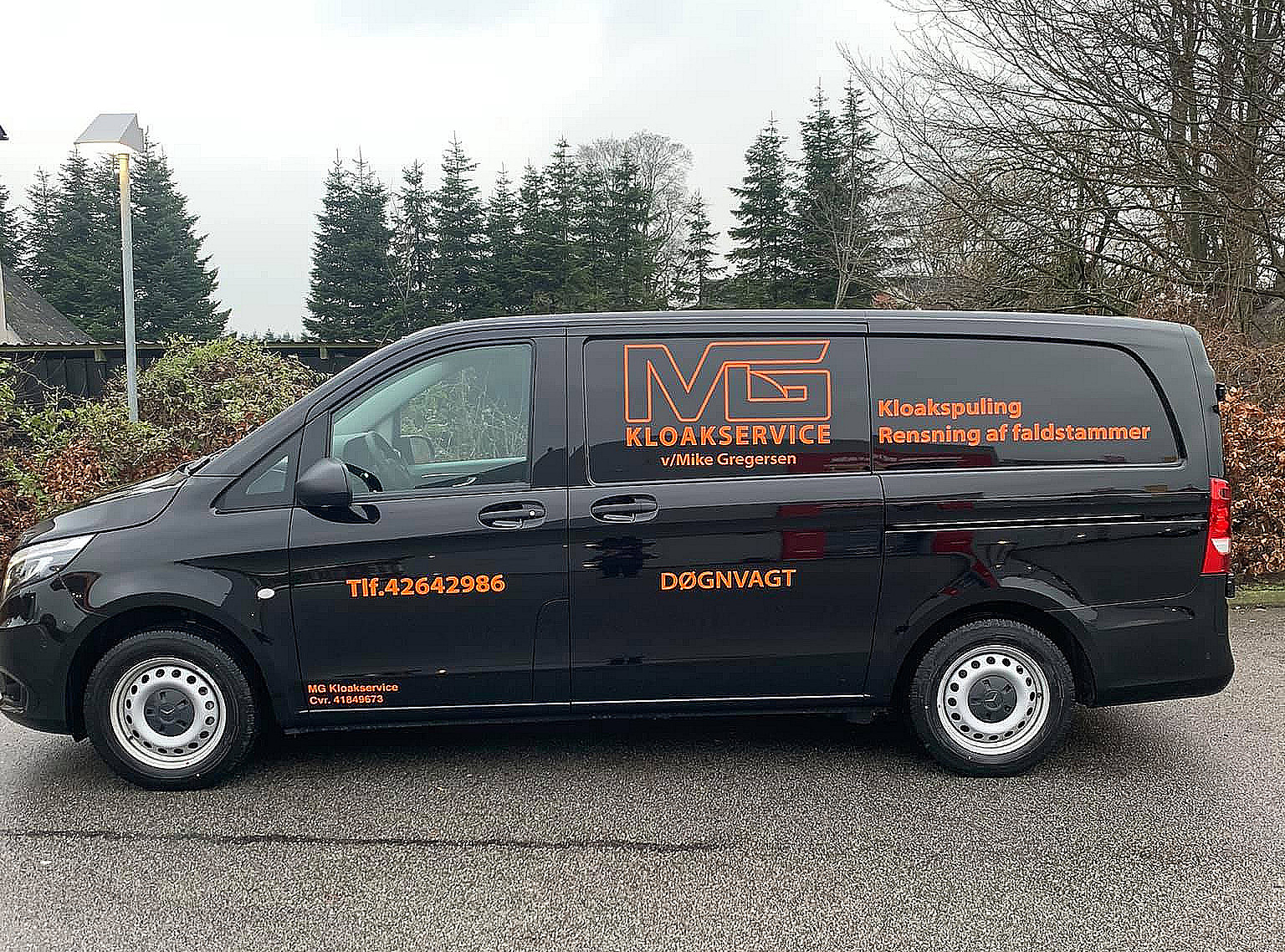 MG Kloakservice firmabil med logo